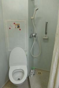 右:バスルーム