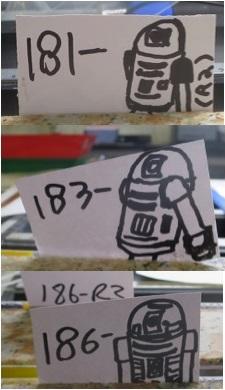 VCD中のコア番号を示した札。誰が描いたかR2セクションの札には、、、R2-D2?!